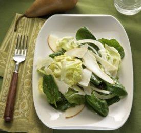 Salade d'épinards et de poires avec vinaigrette au Parmesan