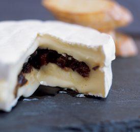 Camembert fourré aux pruneaux de Californie et parfumé à l'huile de truffe