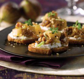 Bruschetta aux figues, poires et arachides